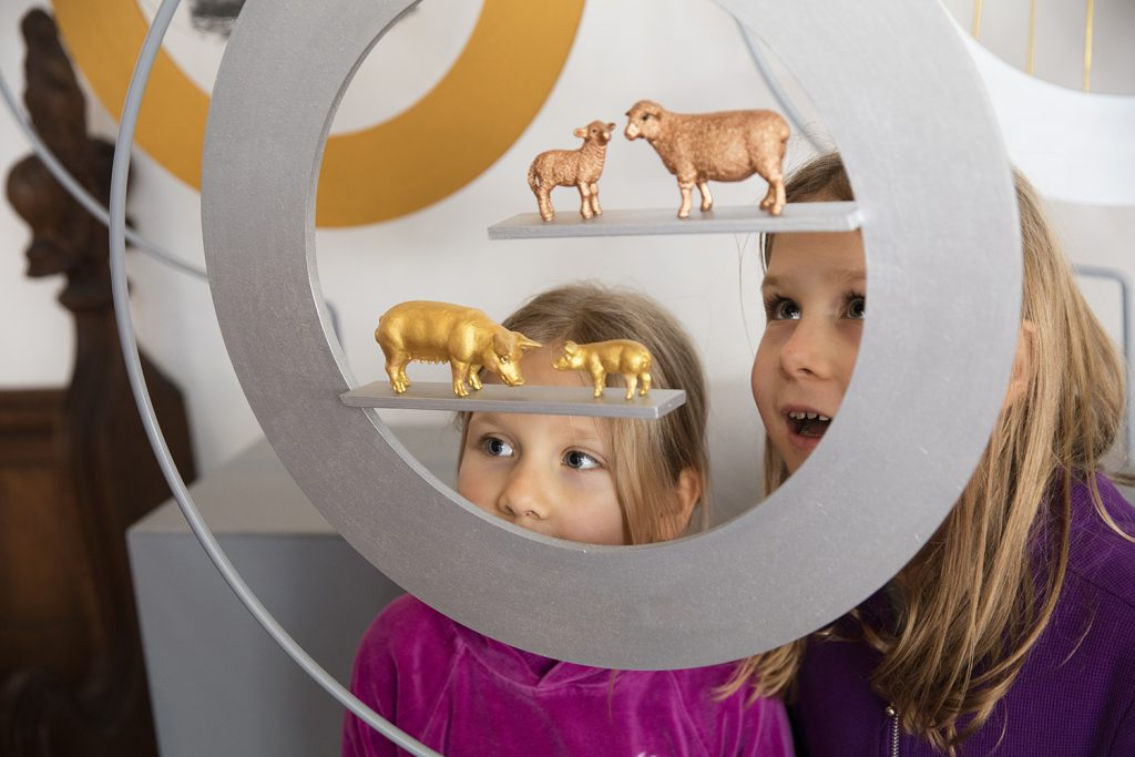 artsNK, Young visitors to Welbourn Horkey looking at Lyndall Phelps artwork, Fertile Ground, 2016. Photo: Electric egg